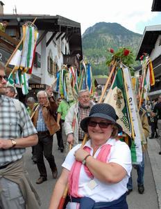 Der Traditioneller Festumzug war ein Höhepunkt des Deutschen Wandertages im Allgäu. Foto: J. Kuhr / Deutscher Wanderverband
