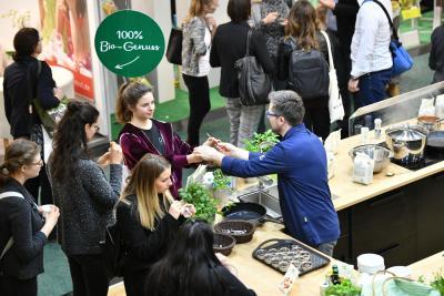 Die Erfolgsgeschichten vieler junger Unternehmen beginnen auf einer Messe. Und immer mehr Start-ups setzen dabei auf die Veranstaltungen der Nürnberger Messe. Foto: obx-news/NürnbergMesse