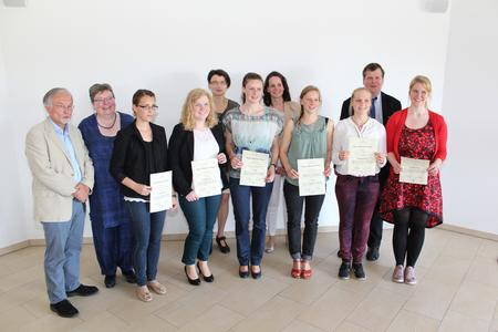 Preisträgerinnen, Betreuerinnen und Betreuer sowie Mitglieder der Jury fre uen sich über herausragende Arbeiten / Foto: Ralf Garten