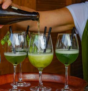 Hopfen schmeckt nicht nur im Bier - auch als hopfiger Weißbiercocktail ein Genuss! c) Nina Zitzelsberger