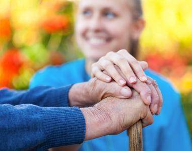 Die BKK ProVita unterstützt pflegende Angehörige.