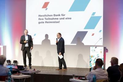 Bewährtes Doppel. Jens Meyer und Udo Eickelpasch (pxm) führen durch ein hochspannendes Programm.