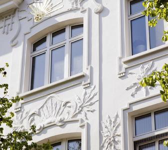 Die neue Beschlaglösung von activPilot Select ermöglicht bei der Fensterkonstruktion zwei schmale Mittelpfosten, die eine einheitliche Außenansicht des Fensters ergeben. Auch die Anforderungen an Denkmalschutzfenster können daher mit moderner Beschlagtechnik vereint  werden (Bild: Winkhaus)
