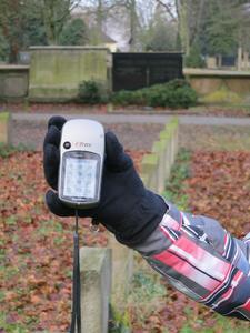 Diese kleinen GPS-Geräte weisen den Achtklässlern den Weg