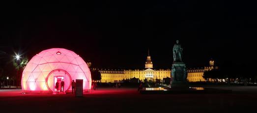 Der EFFEKTE-Dome auf dem Schlossvorplatz