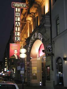 Deutsches Theater München bei Nacht