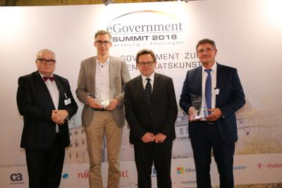 """(v. li.) Henning Lühr (Staatsrat in Bremen), Preisträger des Innovation Awards Martin Hagen, Manfred Klein (Chefredakteur """"eGovernment Computing"""") und """"eGovernment CIO des Jahres"""" Thomas Popp (CIO Freistaat Sachsen) / Foto: Vera Nicolic"""