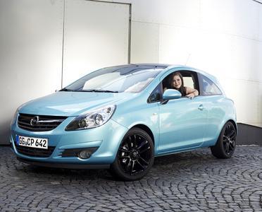 Erstes Fotoshooting mit der neuen Opel-Markenbotschafterin Lena Meyer-Landrut am Opel Corsa Color Edition