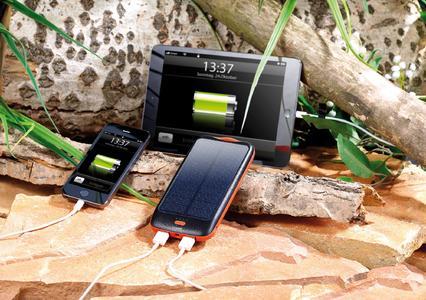 revolt Solar-Powerbank mit 10.000 mAh, Ladestand-Anzeige und 2x USB