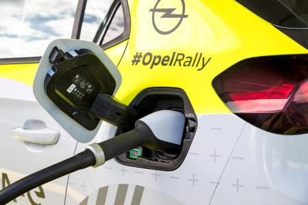 Full Power: Mobile Charging Infrastructure for Opel Corsa-e Rally