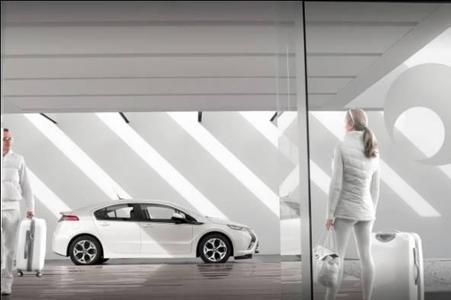 """Im Rahmen der Wahl zum """"Firmenauto des Jahres 2011"""" wurde der Opel Ampera von der Zeitschrift """"ecoFleet"""" mit dem Innovationspreis ausgezeichnet. Er ist das erste vollwertige Elektroauto mit Platz für vier Personen und Gepäck sowie einer Reichweitenverlängerung, die einen Aktionsradius von bis zu 500 Kilometern ermöglicht."""
