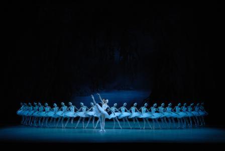 Swan Lake by Valentin Baranovsky © State Academic Mariinsky Theatre