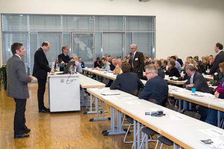 Rege Diskussion beim 2. Geflügelsymposium WING mit Prof. Dr. Robby Andersson (li.) Landwirtschaftsminister Christian Meyer (2.v.li.) und Prof. Dr. Hans-Wilhelm Windhorst (3.v.li.)