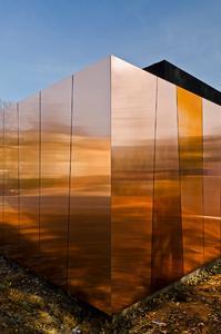 Das Zentrum für Strahlentherapie in Hof vom Architektenteam hiendl_schineis architekten war Finalist beim European Copper in Architecture Award 2015 / Foto: E. Matthäus