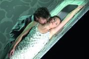 """Szenenfoto """"Tristan und Isolde"""" mit Jeffrey Dowd als Tristan und Evelyn Herlitzius als Isolde (Foto: Matthias Jung)"""
