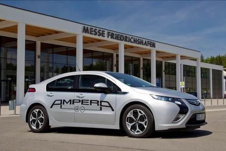 """Opel demonstriert mit dem Ampera seine führende Rolle bei den Elektrofahrzeugen auf der Messe """"Electric Avenue"""" in Friedrichshafen"""