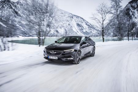 Bereit für die kalte Jahreszeit: Mit zahlreichen Sicherheits- und Komfort-Features machen Opel-Modelle wie der Insignia die Fahrt durch den Winter sicherer und entspannter
