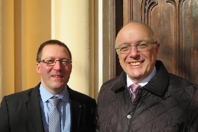 Dr. Mario Fischer (li.) mit Bischof Dr. Michael Bünker in Warschau / © Foto: GEKE