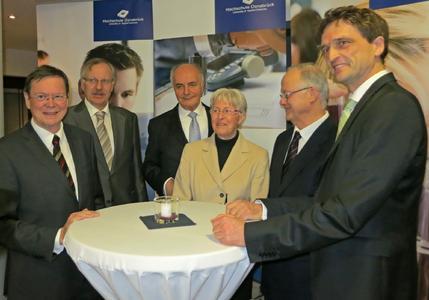 (v.l.n.r.): Prof. Dr. Mielenhausen, Prof. Dr. Kampmann, Rainer Thieme, Helga Schuchardt, Dr. Joachim Adams, Präsident Prof. Dr. Andreas Bertram