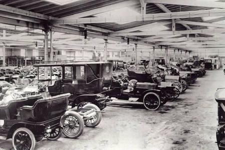 Auto-Produktion bei Opel anno 1906: Blick in die Große Montagehalle in Rüsselsheim