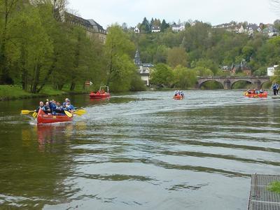Kanus auf der Lahn bei Weilburg