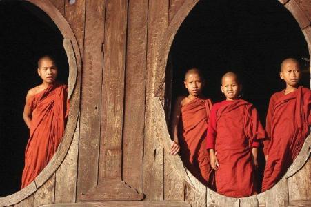 Außergewöhnliche Begegnungen und Erlebnisse erwarten Reisende in Myanmar.