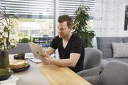 Mit der Haussteuerung WeberLogic 2.0 lassen sich Lichter, Raffstores, Anwesenheitssimulationen und Multimedia zentral steuern