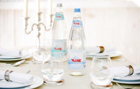 Plose Leichtes Mineralwasser ist der ideale Begleiter zum Essen (Quelle: Plose Quelle AG)