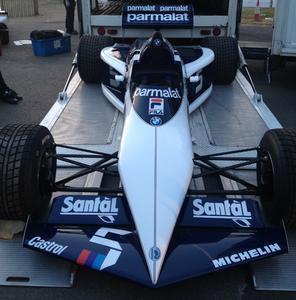 Der Osnabrücker Student Denis Schmitz durfte mithelfen, das Formel-1-Weltmeister-Auto von 1983 wieder fahrtüchtig zu machen (Foto: R. Ast)