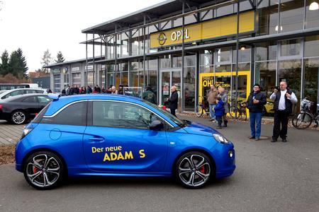 Sportlicher Hingucker: Der neue ADAM S mit 150 PS konnte erstmals bei den Händlern bestaunt werden, © GM Company