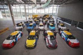 """Mit der Übergabe von 20 Astra OPC """"Cup"""" nimmt das Motorsport-Comeback von Opel konkrete Formen an. Direkt am traditionsreichen Nürburgring bekamen Piloten und Teams die Gelegenheit, ihr Einsatzgerät näher kennenzulernen"""