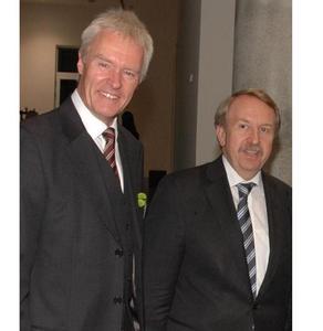 AKAD-Geschäftsführer Harald Melcher (links) und Minister Helmut Rau