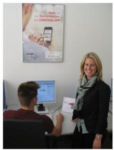 Teamleiterin Sandra Herrmann und ihr Team  unterstützen bei Bedarf die Kunden  bei der Dateneingabe / Quelle: AA KA-RA