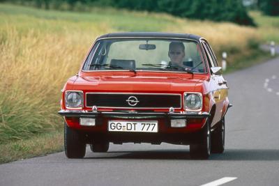 Opel-Sportstars bei der Klassik Tour Kronberg am Start / Bild: Opel Automobile GmbH