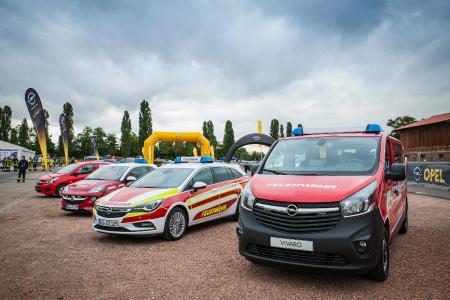 """Die Rettung naht: Opel mit unterschiedlichen Einsatzfahrzeugen für Feuerwehr und Rettungsdienst auf den """"Weber Rescue Days 2016"""""""