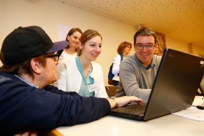 Die Gesamtschule Battenberg stellt im Maker Space ihren PC-Führerschein vor  © dkjs/A. Grasser