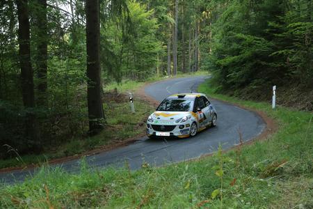 Top-Favorit: Vorjahressieger Marijan Griebel hat beste Chancen auf den Klassensieg in der Division 5, außerdem kann er sich beim Saisonfinale der FIA ERC Junior am letzten August-Wochenende im Rahmen der Barum-Rallye in Tschechien noch die Vize-Europameisterschaft schnappen