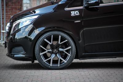 Neues Felgen-Highlight Tzunamee EVO an der Mercedes-Benz V-Klasse