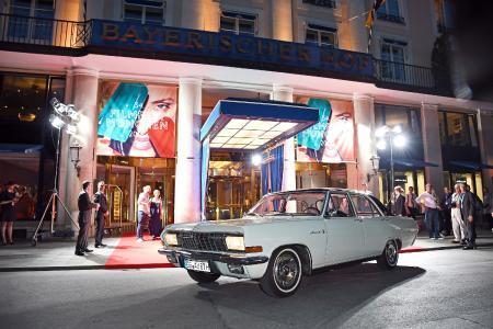 Am Roten Teppich: Die Stars des Münchner Filmfests werden stilsicher mit Oldtimern wie dem Opel Admiral V8 (Foto) und dem aktuellen Opel-Flaggschiff, dem Insignia, vorgefahren / Foto: Adam Opel AG