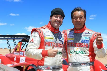 Platz zwei und drei in der Gesamtwertung beim legendären Pikes Peak International Hill Climb in Colorado für die beiden erfolgreichen Mitsubishi Piloten Greg Tracey (li.) und Hiroshi Masuoka