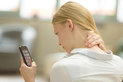 """Smartphone-Nutzern wachsen Hörner am Hinterkopf"""". Mit dieser Schrecknachricht titelten Ende letzten Jahres zahlreiche Medien wie etwa das FOCUS Magazin. / Bild: AGR"""