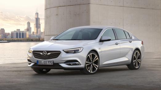 """Überzeugende Vorstellung: Beim Plus X Award 2017 räumt der neue Opel Insignia Grand Sport das begehrte Gütesiegel in den Kategorien """"High Quality"""", """"Design"""" und """"Funktionalität"""" ab"""