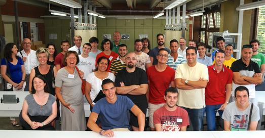 """20 junge Spanier machten am Wochenende in der Bildungsakademie Tübingen ihren Antrittsbesuch. Auf dem Gruppenbild sind neben den Spaniern die Ausbilder, die sogenannten """"Kümmerer"""", die Organisatoren sowie Präsident und Hauptgeschäftsführer zu sehen"""