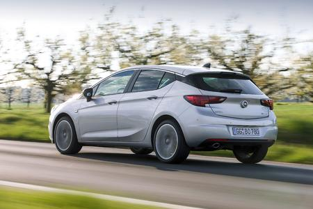 Despite the high performance, the modest fuel consumption of the twin-turbo engine makes the new Opel Astra 1.6 BiTurbo CDTI one of the most fuel-efficient cars in the compact class
