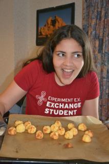 So wie Victoria (17) aus Brasilien freuen sich Austauschschüler aus aller Welt, die deutsche Kultur und Traditionen kennenzulernen.