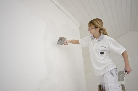 Um glatte Wände zu erzielen, empfiehlt sich eine einheitliche Spachtelung mit AkkordLeichtspachtel. Fotos: Caparol Farben Lacke Bautenschutz