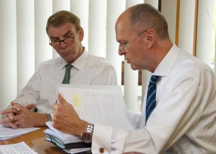 Handwerkskammer-Präsident Harald Herrmann und Hauptgeschäftsführer Dr. Joachim Eisert beim Pressegespräch anlässlich der Sommervollversammlung der Handwerkskammer Reutlingen