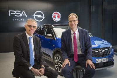 """Opel-Jahresrückblick 2017: """"Wir wollen gemeinsam einen europäischen Champion schaffen"""": Groupe PSA CEO Carlos Tavares (links) und Opel CEO Michael Lohscheller haben klare Ziele für den Zusammenschluss von Opel mit der Groupe PSA"""