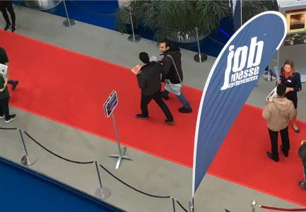 Auf den Recruiting Veranstaltungen wurden 2017 16.280 laufende Meter roter Teppich als Markenzeichen verlegt, Foto: BARLAG