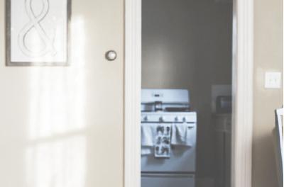Vermietet ein Mieter die Wohnung an jemand anderen, verstößt er meistens gegen den Mietvertrag. Untermiete ohne Erlaubnis ist Vertragsverstoß. (Bild: ots/KLUGO GmbH)